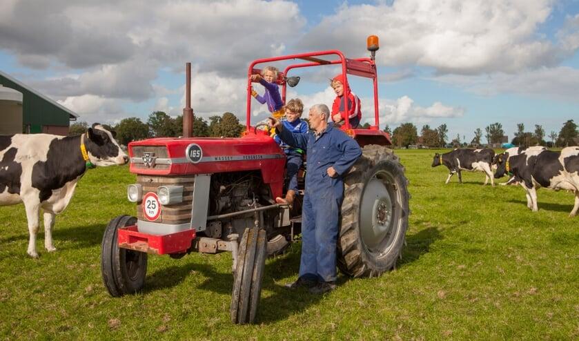 Naast vele leuke activiteiten leren bezoekers hoe het er op de boerderij nou echt aan toe gaat.