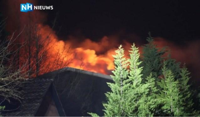 De grote brand in Zwaanshoek legde een loods in de as.