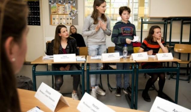Leerlingen in actie tijdens het Unicef debat.