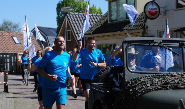 Om de vrijheid te delen en te vieren, wordt het bevrijdingsvuur elk jaar opgehaald door een groep sportieve Langedijkers.