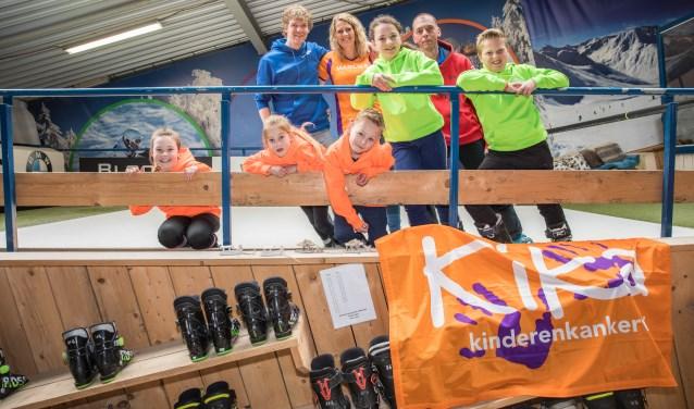 Van boven naar beneden en van links naar rechts: Vincent Vriend, Marlies Driessen, Robin van Nispen, trainer Luccio Sarlui, Shayne Godfriedt, Zonne Somer, Sara Geus en Luuk Kroonenberg.