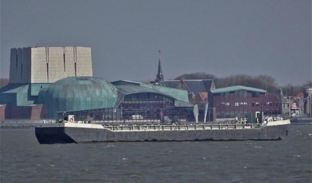 Wie over de Westerdijk rijdt of loopt zal de werkboot ongetwijfeld hebben opgemerkt.