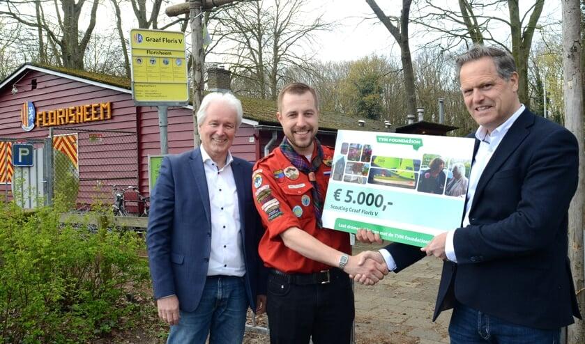 Vlnr: Jan Boudesteijn (TVM foundation), Jan Brakenhoff (Transportbedrijf Brakenhoff), Peter Bleijendaal (Scouting Graaf Floris V).