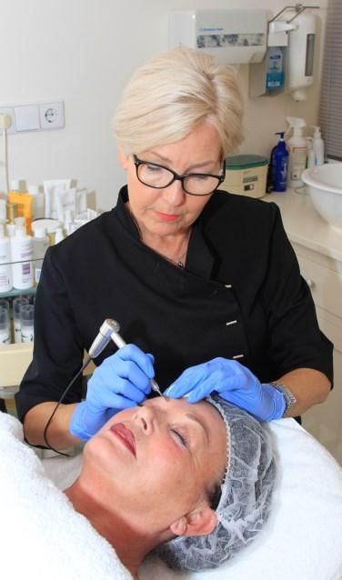 Kim Kossen, eigenaresse van Be-U, is gespecialiseerd in het aanbrengen van Permanente Make-Up.