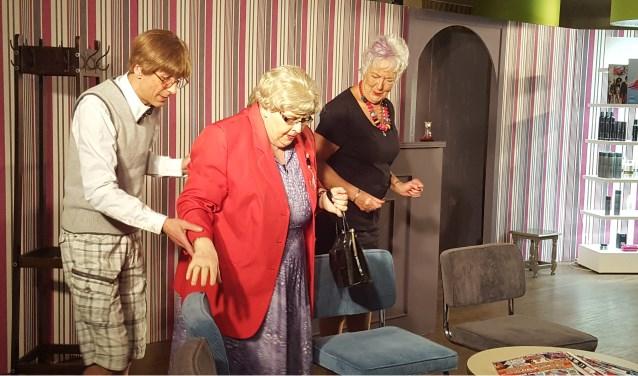 Toneelvereniging MBOSV speelt 'Geknipt voor Elkaar' in theater De Kampanje.