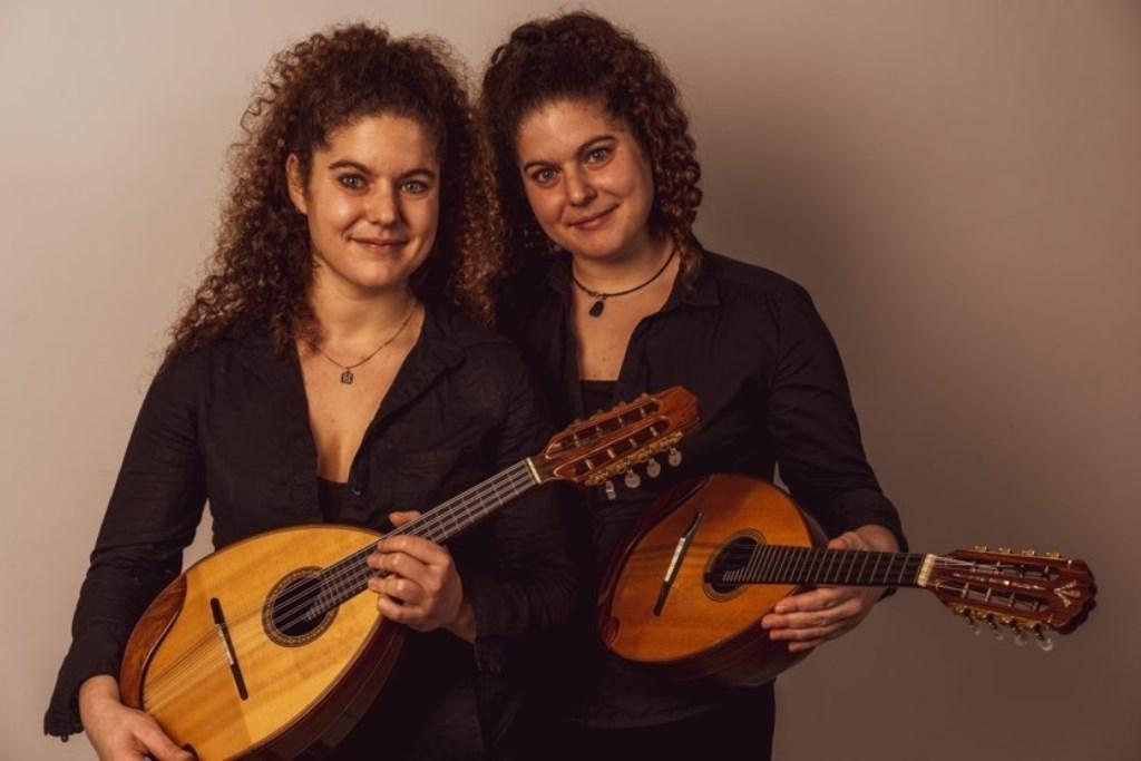 De Griekse zusjes Markatatou zijn virtuoos op de mandoline. (Foto: Aangeleverd) © rodi