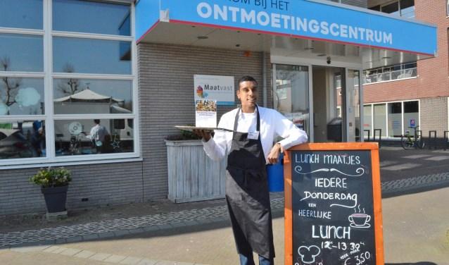 De 19-jarige Litos werkt met veel plezier bij Lunchmaatjes.