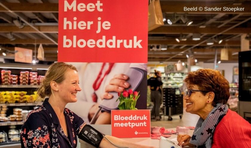 Tijdens de dagelijkse boodschappen even de bloeddruk laten meten.