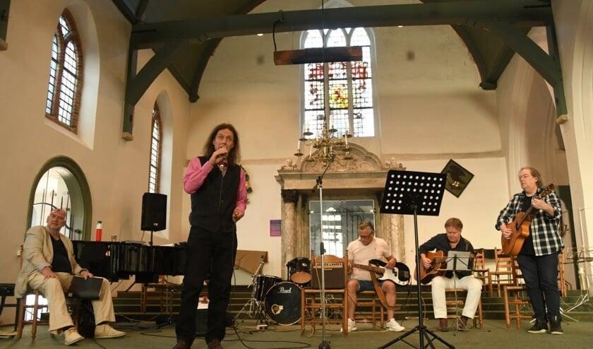 Middle Jazz Band in Normandie treedt op in de Grote Kerk.
