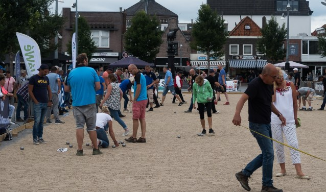 De Koemarkt wordt in het bewuste weekend in augustus een grote zandvlakte.