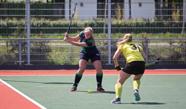 Het eerste damesteam van De Kikkers wint terecht van nummer laatst, de Zandvoortsche Hockeyclub.