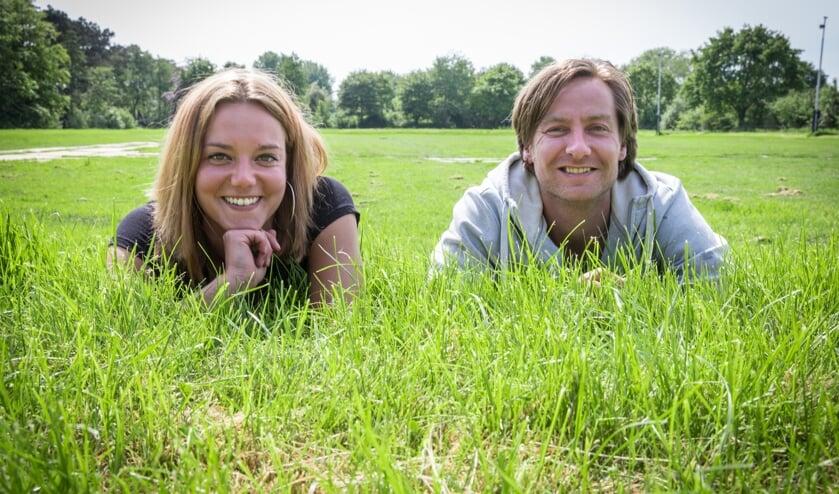 Sam Bennis en Willem-Teun Groen op het terrein van Woodlands, vlak voordat het werd ingericht met podia en tenten. Samen met vijf andere vrijwilligers organiseren ze ook dit jaar weer een mooie editie van Woodlands.