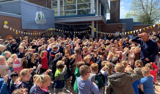 Feest vanwege nieuwe Schoolplein 14 bij Jenaplanschool de Bijenkorf