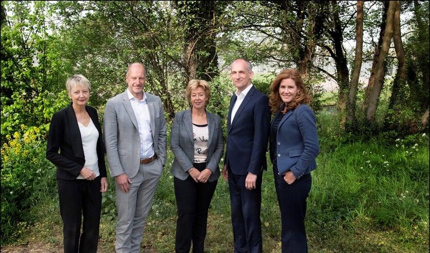 De jury van dit jaar. V.l.n.r.: Monique van t Klooster, René Nelis, Gea Kuiper, Jeroen Coops en Fabiènne Hendricks.