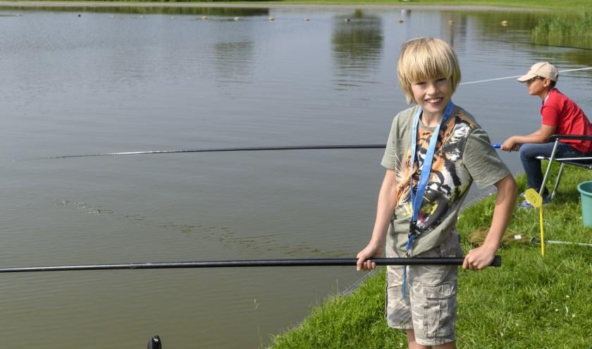 Kinderen die beter willen leren wedstrijdvissen, kunnen bij de Visput een clinic volgen.