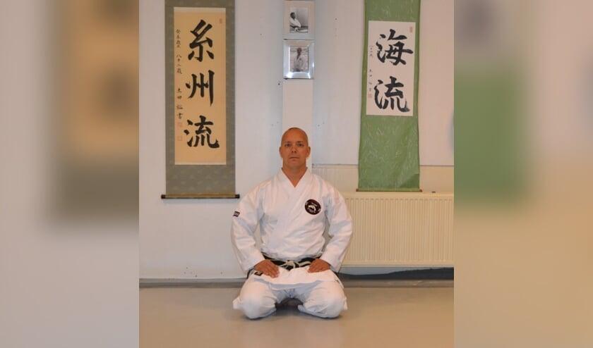 Bram Duijn geeft sinds 2007 karateles in Heerhugowaard.