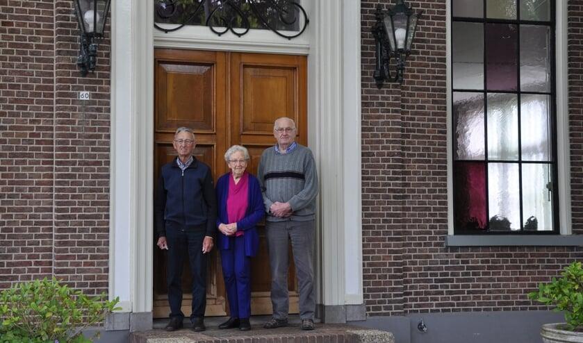 Cees Knol (87), Annie Neefjes-Stuyt (92) en Piet Knol (87) staan alle drie op de dorpsfilm van Nibbixwoud uit 1952.