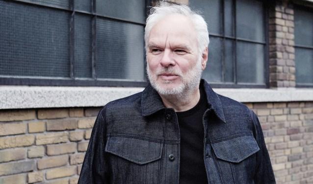 Nico Dijkshoorn presenteert in de bieb zijn onlangs verschenen boek 'Ooit gelukkig'.
