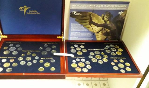 De verzamelmunten te zien in Museum Kennemerland.