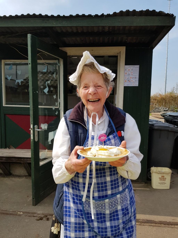 'Oma' gastvrouw Bep Spruit verwelkomt iedere bezoeker.  (Foto: Heimanshof) © rodi