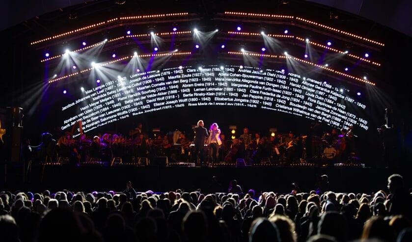 Het Herdenkingsconcert trok 5000 bezoekers.