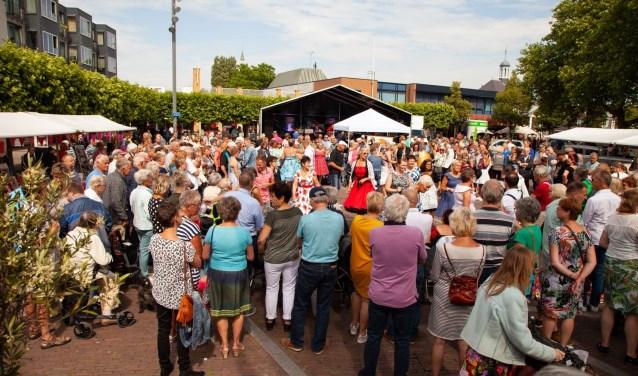 Het wordt in het centrum van Heemskerk  gezellig druk met de Cultuurmarkt.
