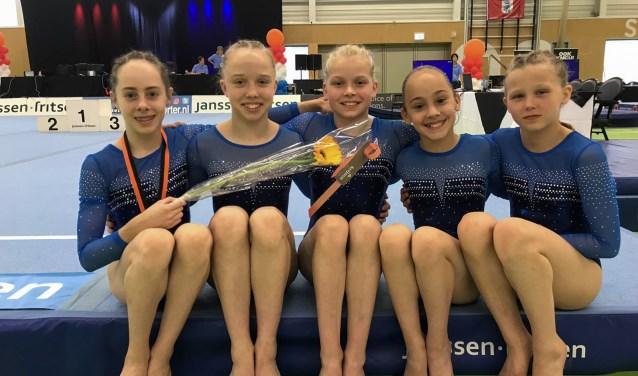 Team TopTurnen Opmeer: v.l.n.r. Mara Slippens, Zoë Voorthuijzen, Sam van der Hilst, Merel Winder en Eva Nieuwenhuizen.