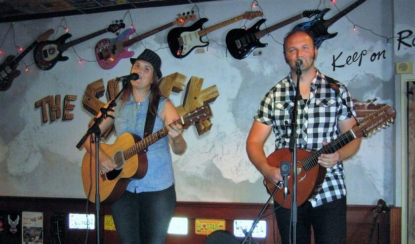 De tweemansband Boxin' The Vox staat op Moederdag in The Shack.