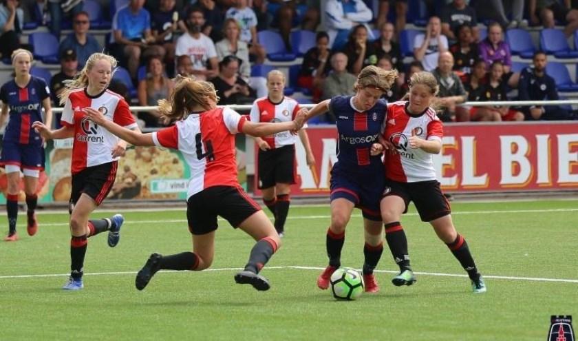 De meiden van Feyenoord wonnen vorig jaar in de onder 16 poule.