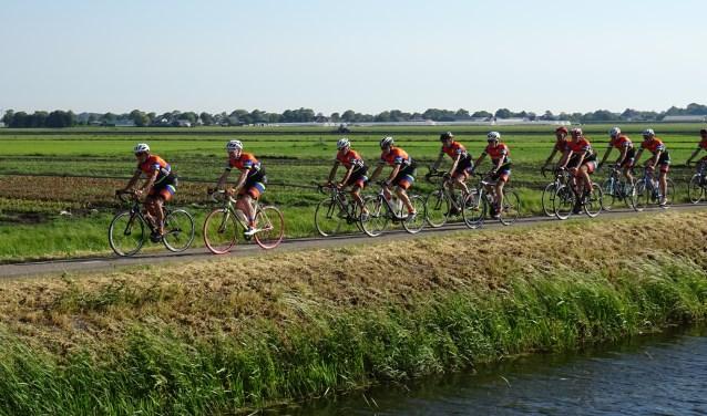 Fietsers kunnen kiezen uit twee tochten van 65 en 90 kilometer.