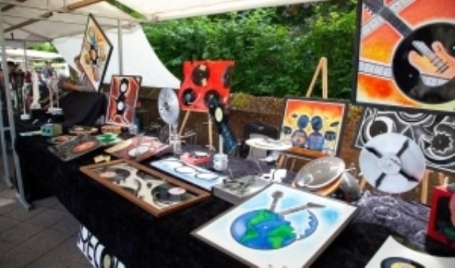 Allerlei kunstwerken zijn er te zien op de Cultuurmarkt.
