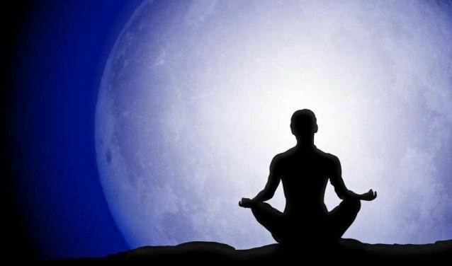 Ervaar de kracht van yoga bij volle maan.