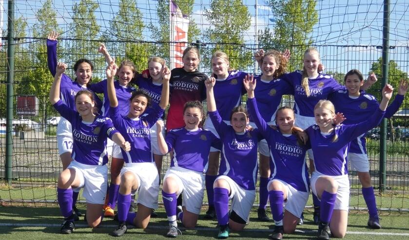 Meiden van team O15 blij met hun prestatie.