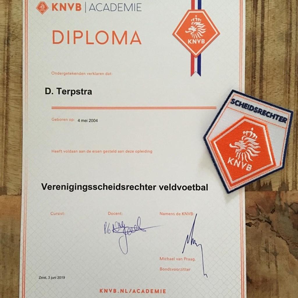 Het diploma van Daniël, hij mag alle wedstrijden fluiten ongeacht de leeftijd van de spelers; tot een bepaalde klasse.  © rodi