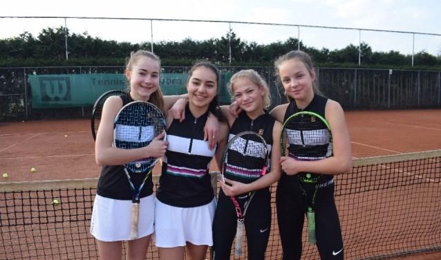 Meisjesteam 2: Jane Steur, Emily Hielkema, Maria Weda en Sanne Rutten (v.l.n.r.).