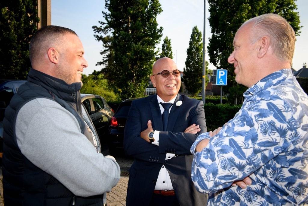 Burgemeester Franx (m) in gesprek met twee Koggenlandse veteranen. (Foto: Mike Bink fotografie) © rodi