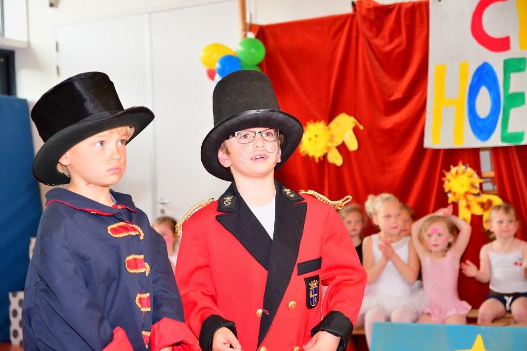 Twee circusdirecteuren hielden de chaos in toom. (Foto: Opa Wolff, opa van Kyan) © rodi