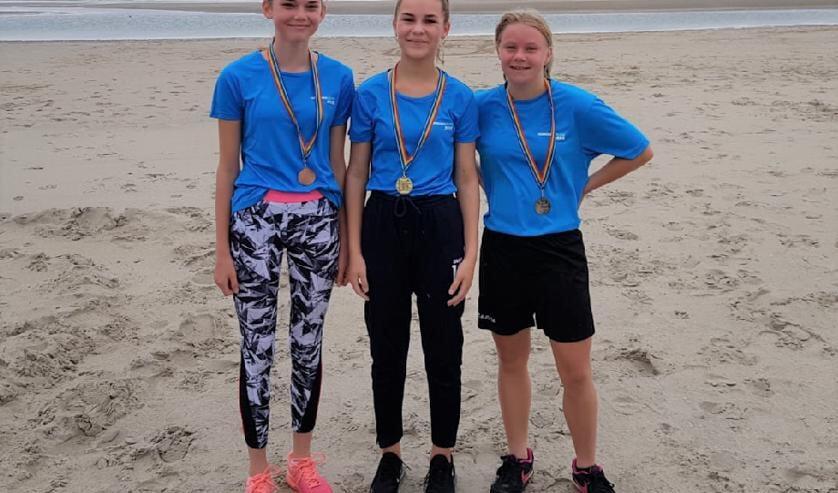 De meisjes van klas 1 die de kennemer challenge hebben gewonnen.