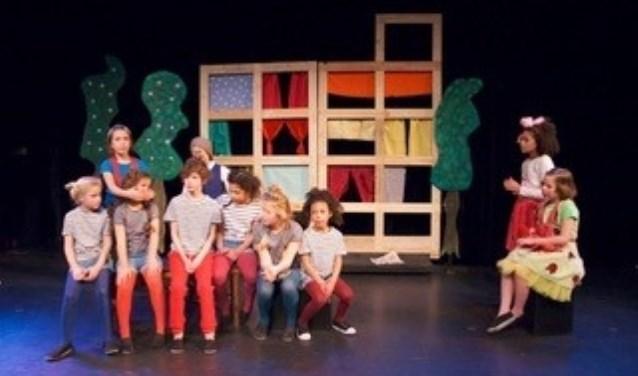 De musicalklas 7-9 jaar in de voorstelling Pluk en Aagje van Theater MUS eerder dit jaar.
