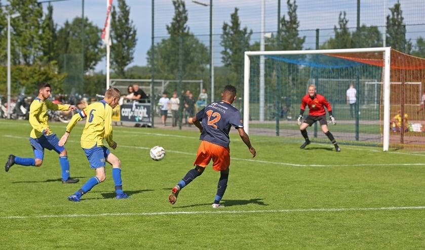 Veel teams van FC VVC en DIOS namen het zaterdag tegen elkaar op, op het sportcomplex van FC VVC.