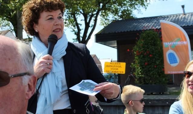 Burgemeester Kompier heette alle opvarenden van de eerste Broekervaart van dit seizoen een warm welkom.