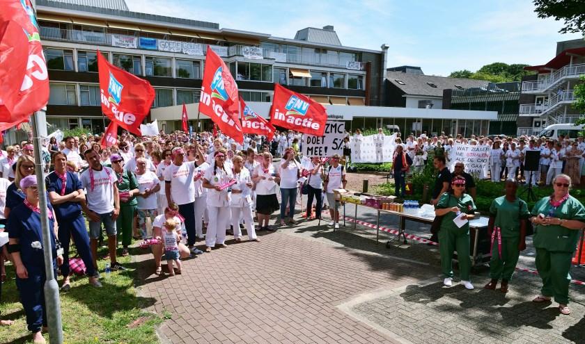 Maandag 24 juni trapten zo'n 450 medewerkers van de Noordwest Ziekenhuisgroep het actietraject af met een grote werknemersactie.
