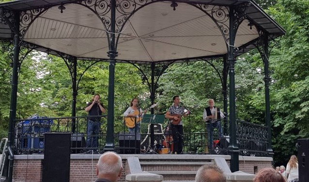 6 juli: Zaanfolk in het Wilhelminapark.