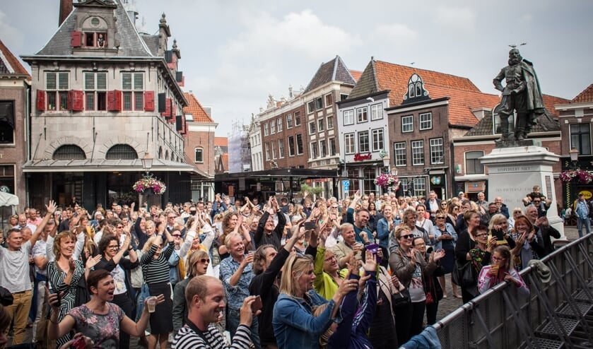 Publiek kan onder andere op de Roode Steen genieten van diverse optredens.