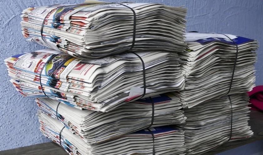 Een krantenpakket zoals de bezorgers deze thuis krijgen.