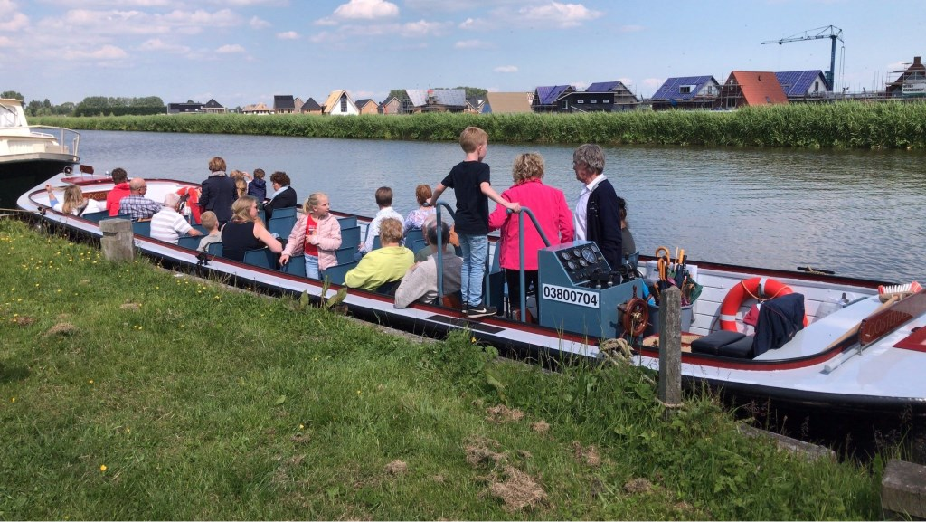 Zo'n 40 mensen stapten woensdag 29 meiaan boord van De Broekervaart. Deze keer werd afgestapt bij de Twuyvermolen. (Foto: aangeleverd) © rodi