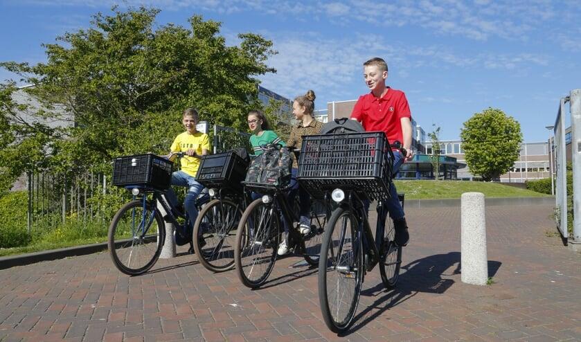 Martinusleerlingen op de fiets.