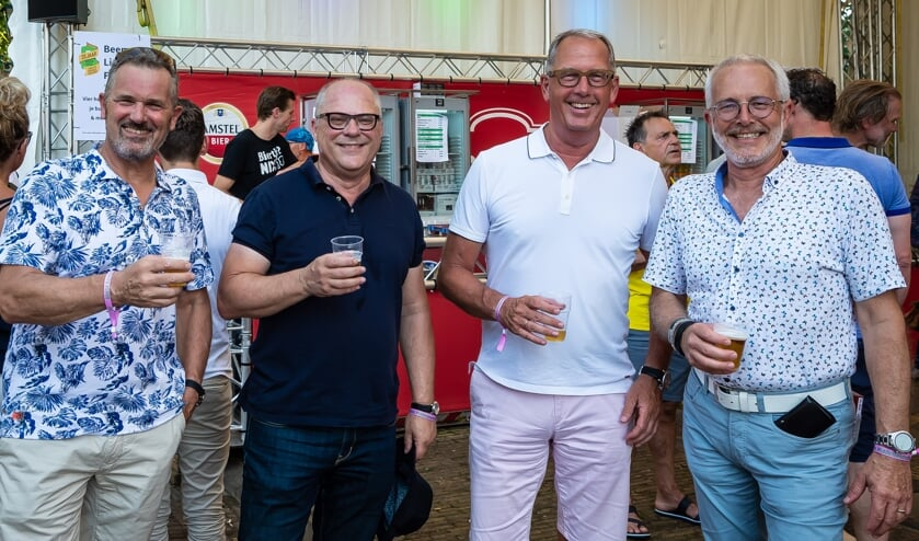 Lachende gezichten bij de ondernemers. Tweede van rechts BO-voorzitter Bart Tishauser.