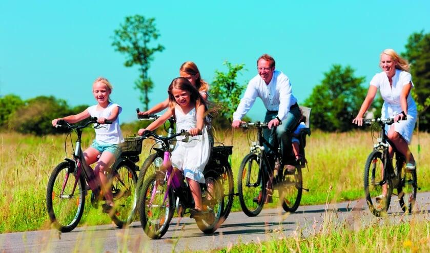Op de pedalen met het hele gezin in de Heemskerkse Fietsvierdaagse.