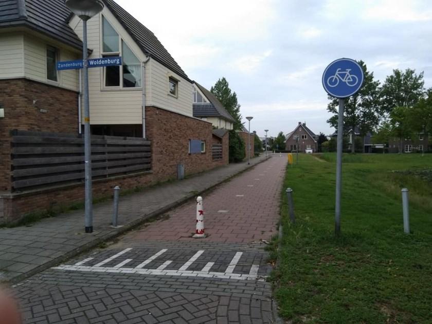 Het fietspad Woldenburg waar bromfietsers graag gebruik van maken, omdat deze route voor hen sneller is.
